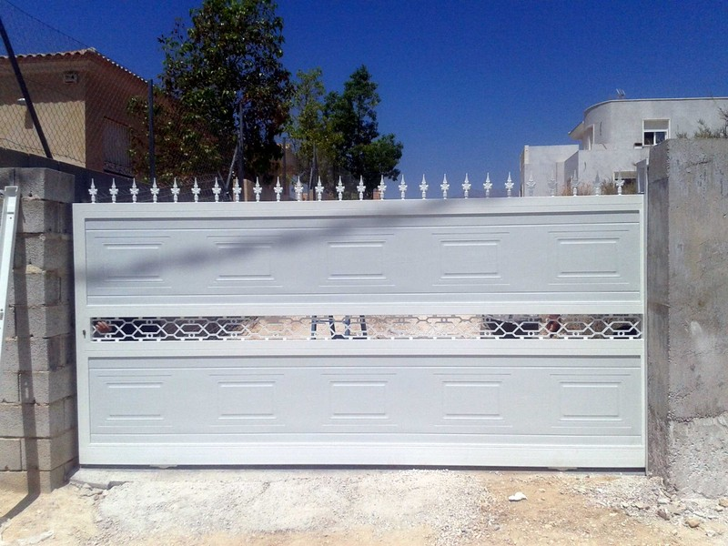 Correderas construcciones met licas cerrisan - Modelos de puertas metalicas para casas ...