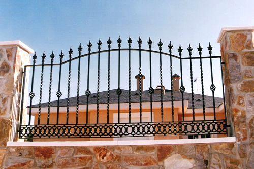 Vallas y cercados construcciones met licas cerrisan alicante cerrajer a y estructuras - Vallas decorativas ...