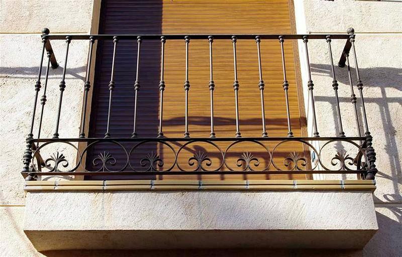 Balcones construcciones met licas cerrisan alicante for Jardineras para balcones