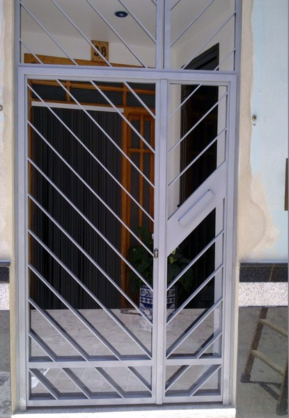 Cancelas construcciones met licas cerrisan for Puertas de entrada de hierro